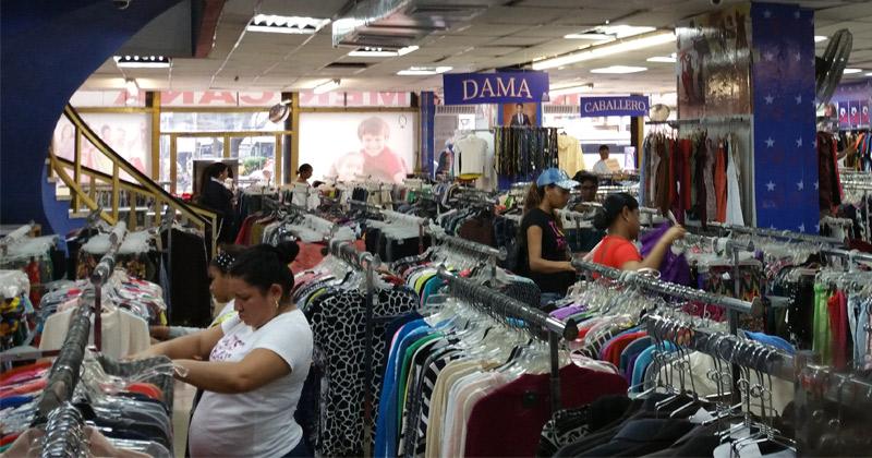 cacb5461a Los principales motivos que tienen los hogares peruanos para decidir comprar  ropa o calzado en un determinado canal de venta son el precio y las  promociones ...
